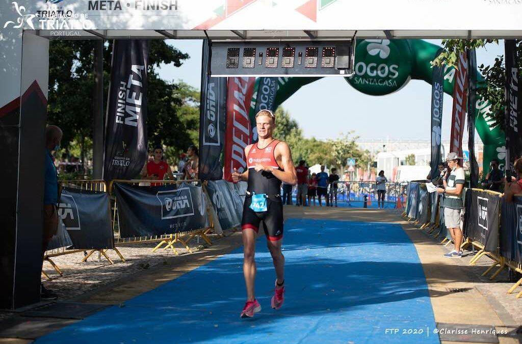Belgische triatleten blijven in Portugal door corona-regels en winnen er triatlon