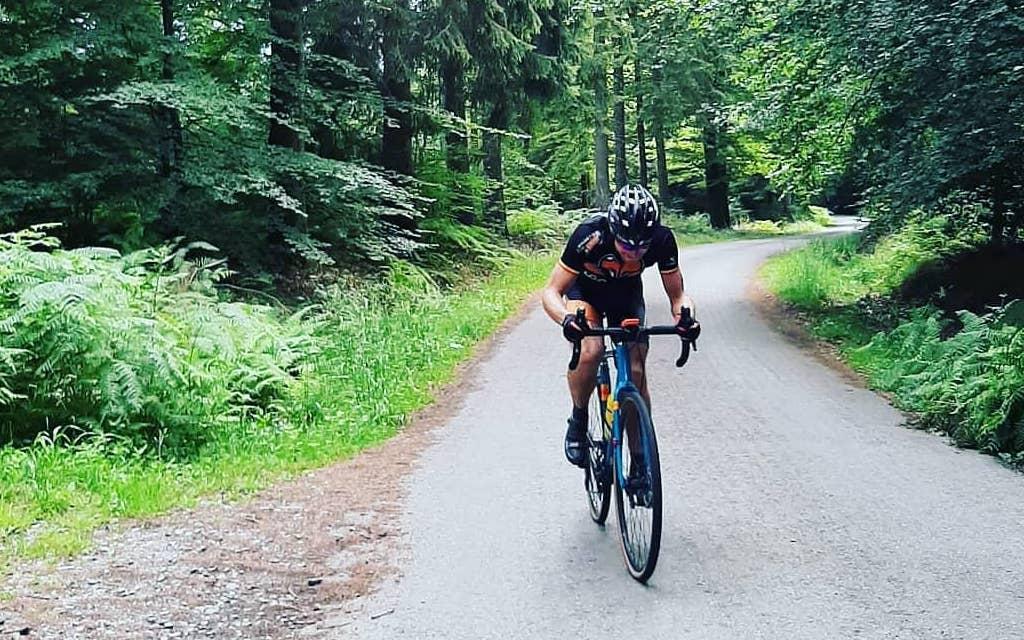Mountainbike-kampioen en duatlon-topper breekt Belgisch record Everesting