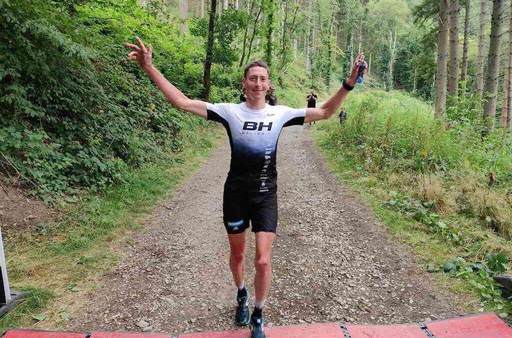 Mountainbike kampioen Carabin wint Nisraman Champions Edition triatlon