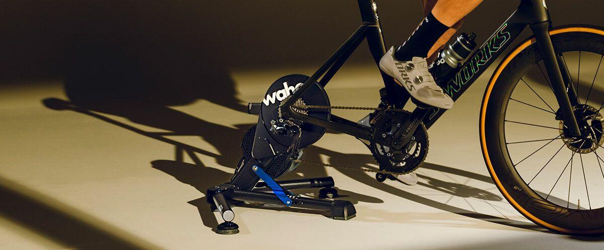 Wahoo lanceert de nieuwste KICKR:  automatische kalibratie en realistische zijwaartse bewegingen.
