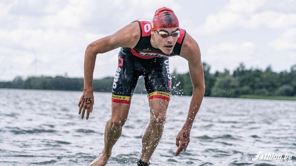Triatleten leven zich uit tijdens aquathlon Jabbeke