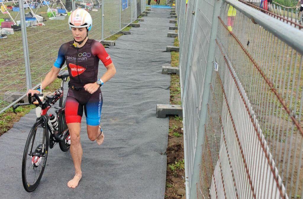 Katrien Verstuyft wint haar eerste triatlon in 11 maanden, Suetens wint voor eigen volk