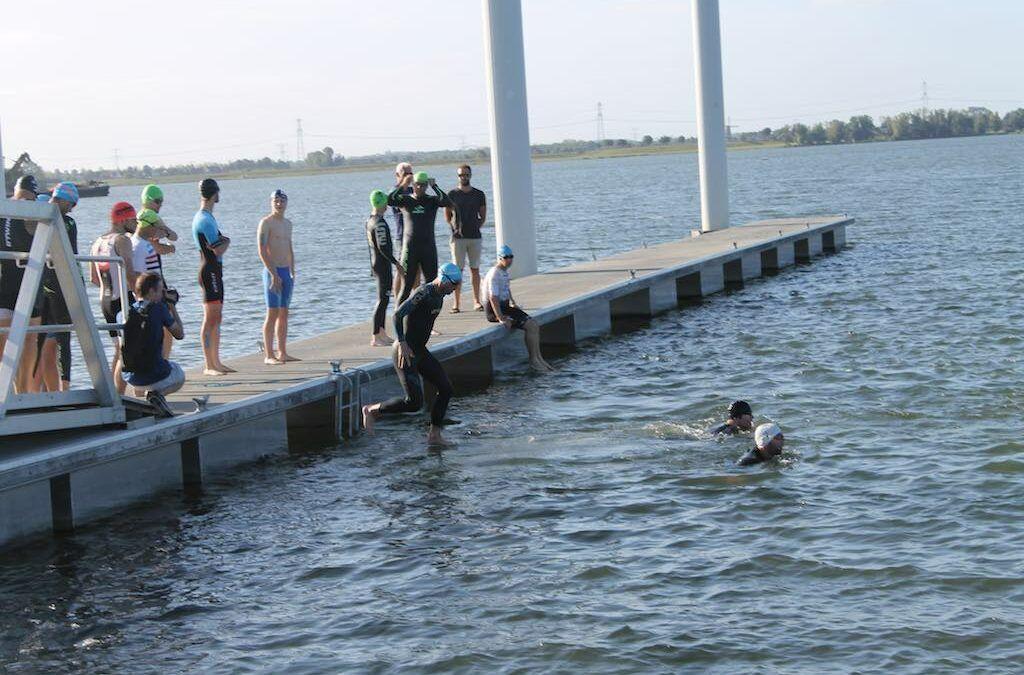 Geslaagde zwemloop in Kinrooi voor open water zwemmers Bastion, Jelle Clijsters wint