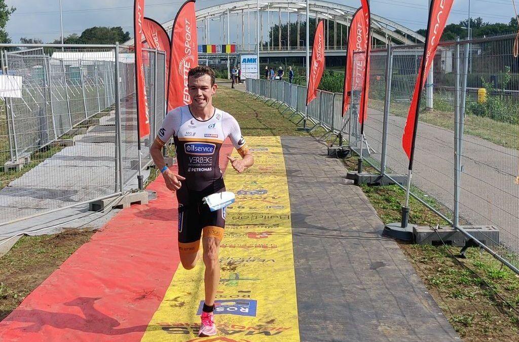 Sybren Baelde en Karen Steurs allebei verrast door zege in 'rolling start' kwarttriatlon in Viersel