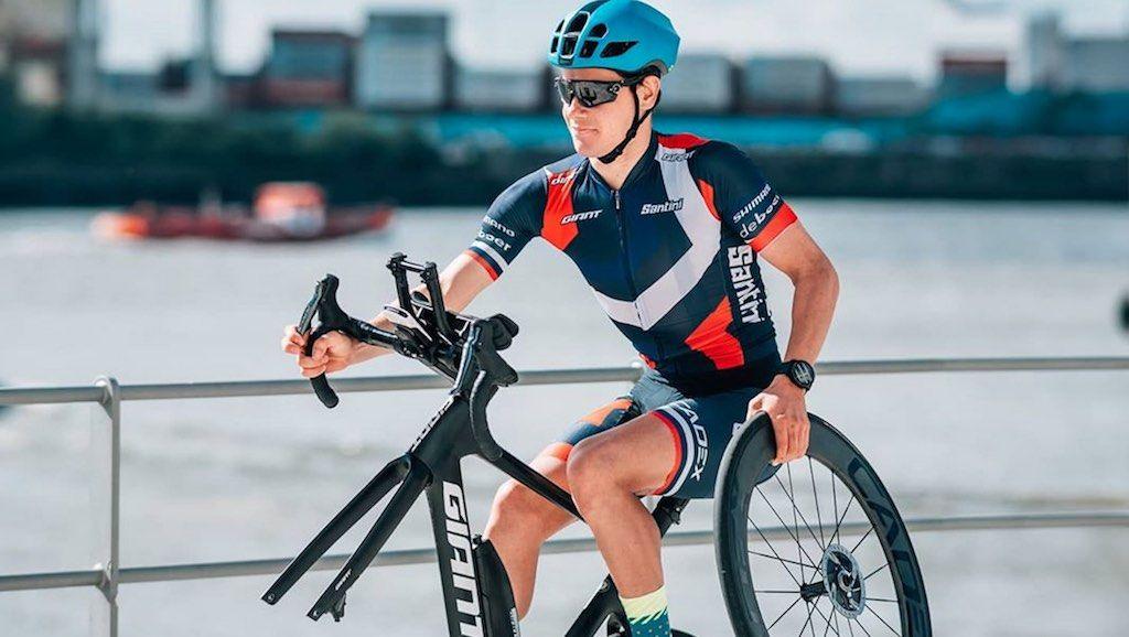 Wereldkampioen 70.3 Ironman Gustav Iden kan het ook op 1 wiel