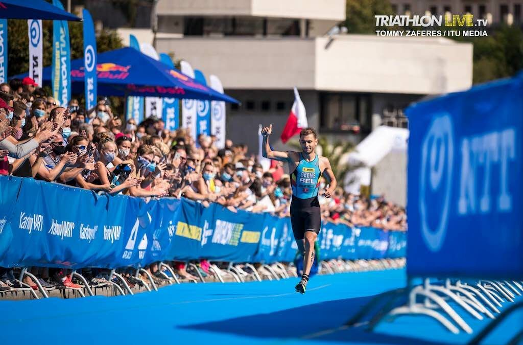Jelle Geens pakt derde plaats in World Cup triatlon na sterke inhaalrace
