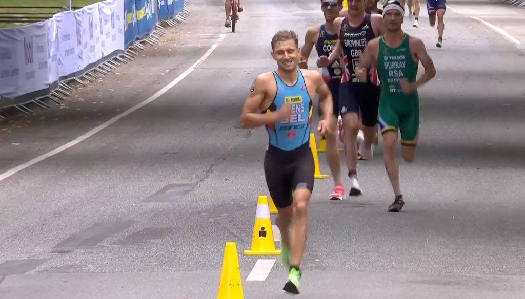 Jelle Geens op handvol seconden van brons op WK triatlon in Hamburg, Vincent Luis verlengt titel