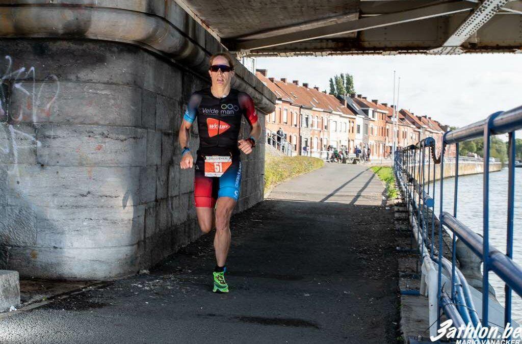 Blauwalg in de Oude Dender, city triatlon Dendermonde wordt duatlon