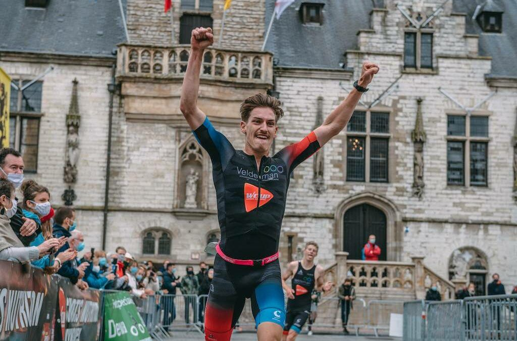 Laurens Verluyten en Kaat Van Eynde winnen spannende sprintduatlon in Dendermonde