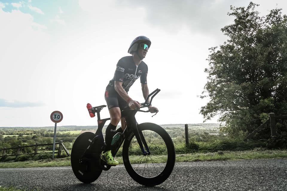 Pieter Heemeryck en Alexandra Tondeur domineren halve triatlon Deauville, zonder zwemmen