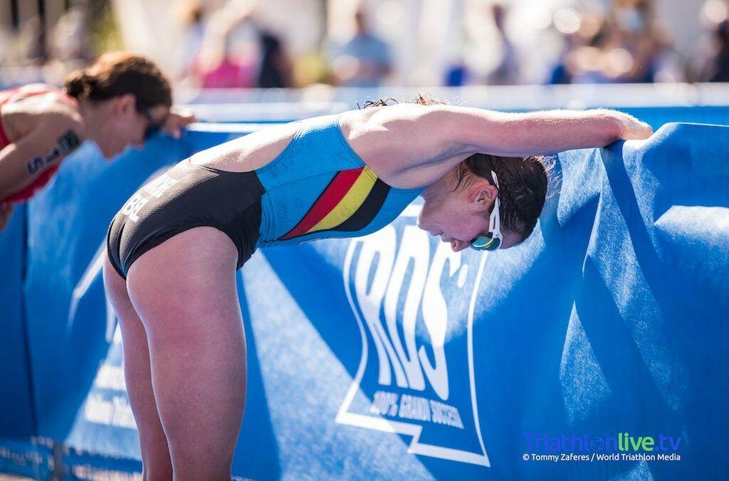 Claire Michel bijna weer op niveau in World Cup triatlon, lekke band nekt Jelle Geens in Arzachena