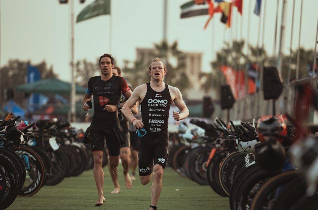 Daniel Bakkegard en Daniela Ryf winnen 70.3 Ironman Dubai, Pieter Heemeryck valt uit