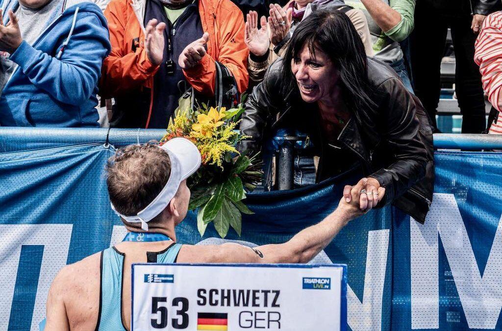 Olympisch triatleet Jelle Geens samen met zijn ouders te gast in 3athloncafe over 'Sportouders' op 18 maart