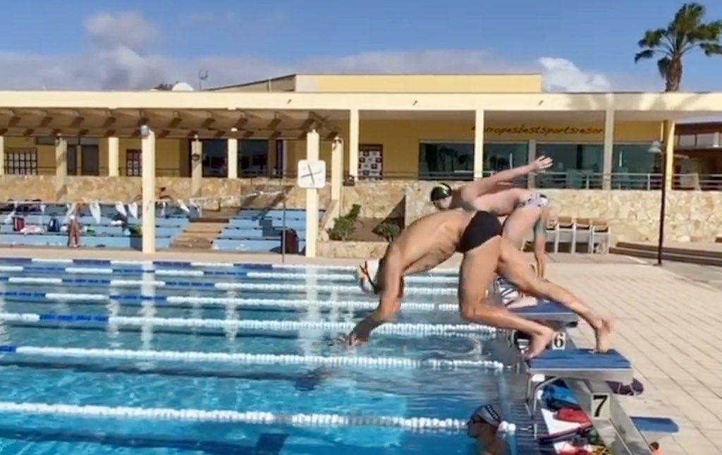 Zwemt triatleet Sebastian Kienle sneller crawl dan topzwemmer Marco Koch in schoolslag? – video