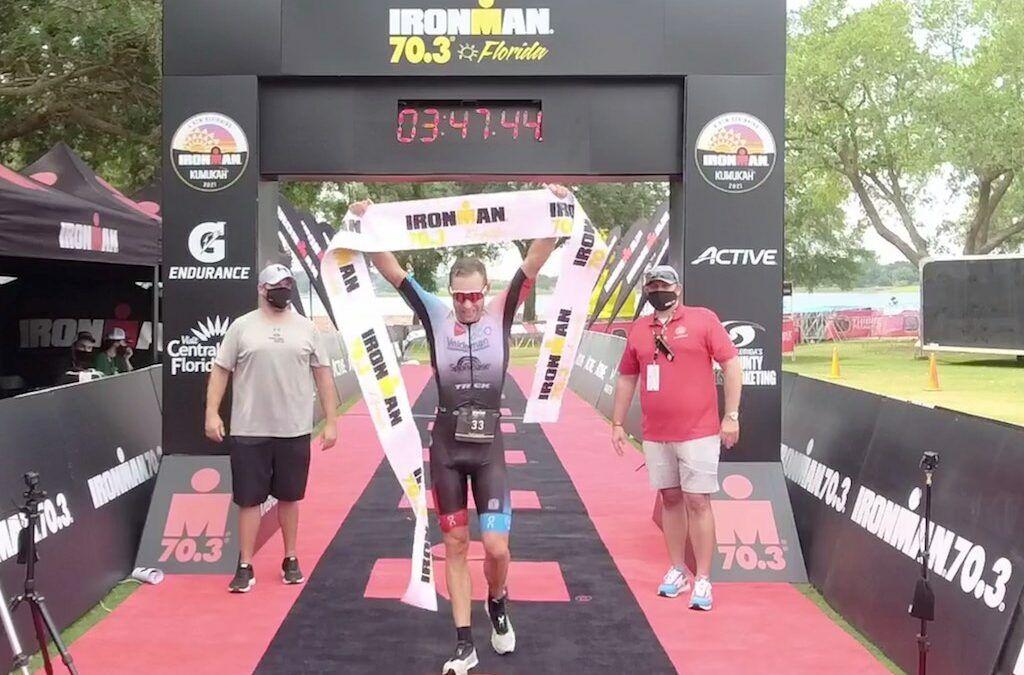 Triatleet Bart Aernouts pakt na iets meer dan een jaar opnieuw overwinning in spannende 70.3 Ironman Florida