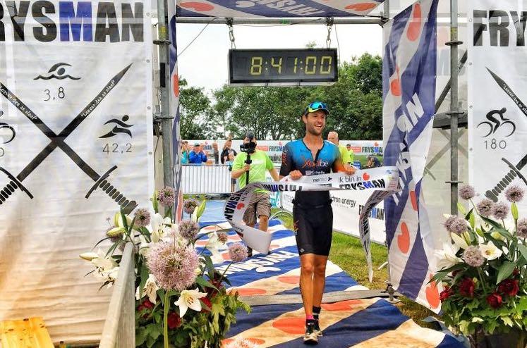 Belgische triatleet wint Nederlandse volledige Frysman triatlon en breekt parcoursrecord
