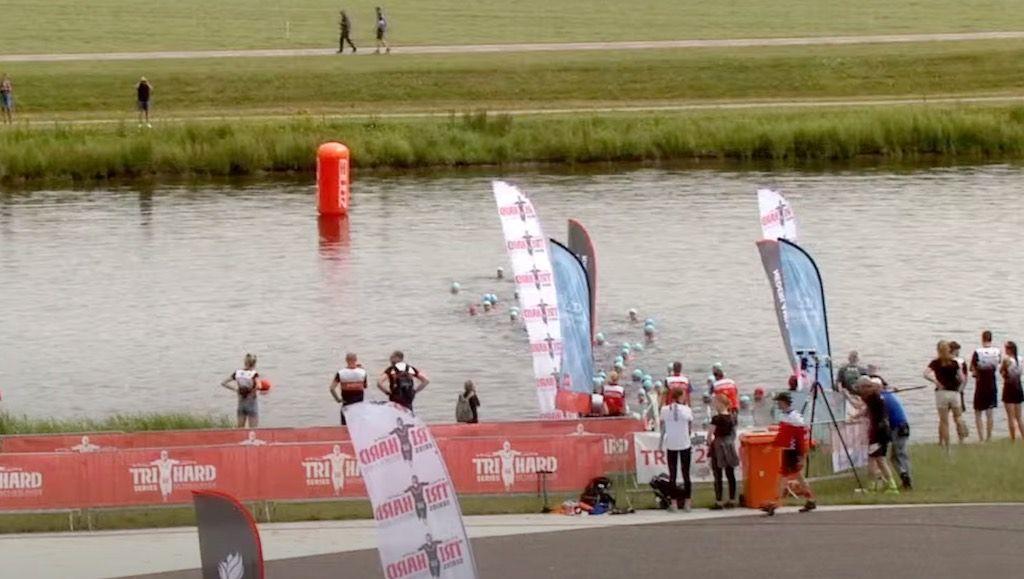 Nederlandse triatleten in de ban van bizar incident tijdens zwemonderdeel NK Rotterdam