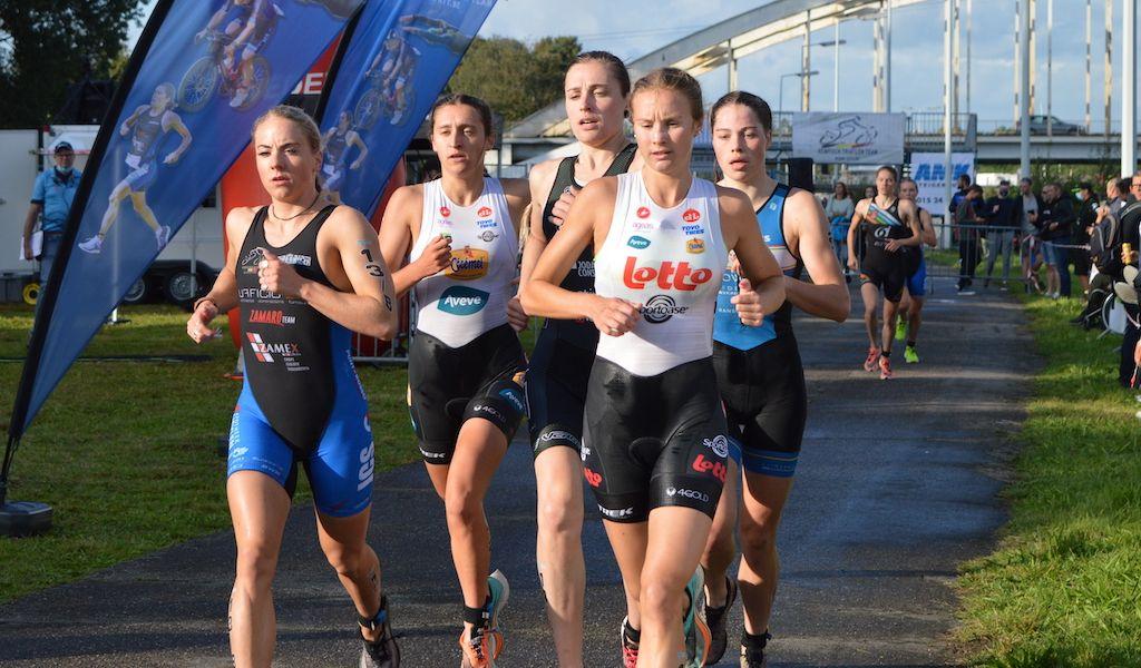 Kijk mee hoe Hanne De Vet de Eliminator triatlon in Viersel won in ruime video-samenvatting T3 Series vrouwen