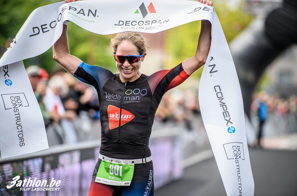 Brecht Van Vooren wint opnieuw Viven kwarttriatlon Damme, Katrien Verstuyft domineert