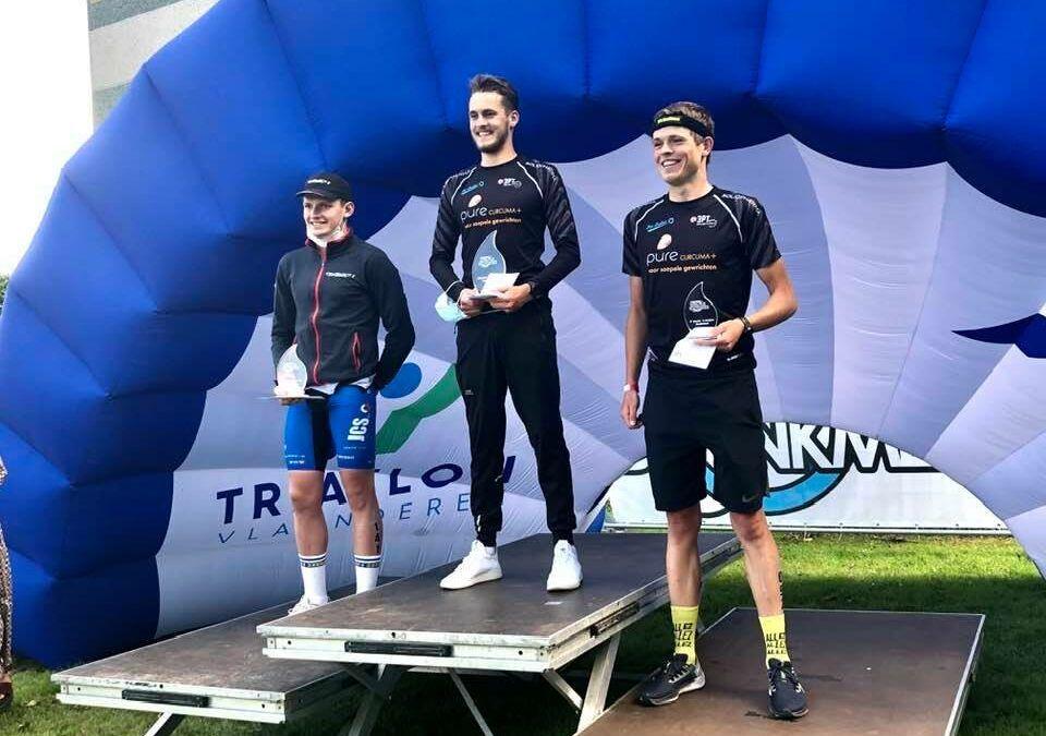 Volkwin De Smedt pakt eerste zege in Donkmeer-triatlon, Kaat Van Eynde wint weer