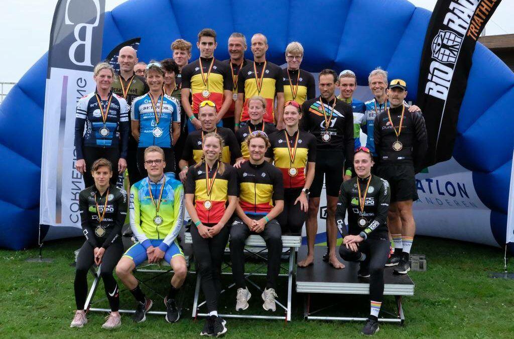 Alle kampioenen en medaille-winnaars van BK kwarttriatlon 2021 in Hofstade