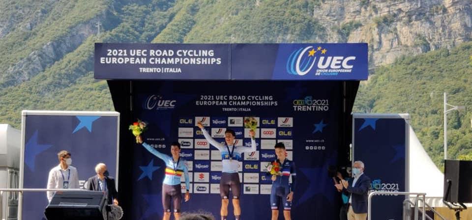 Jong triatlontalent pakt Europese titel tijdrijden bij de juniores in Trentino