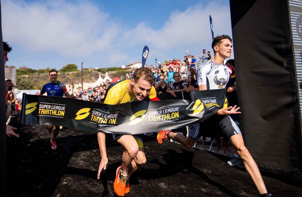 Bekijk de millimeterspurt tussen Alex Yee en Marten Van Riel in Super League Triathlon Malibu