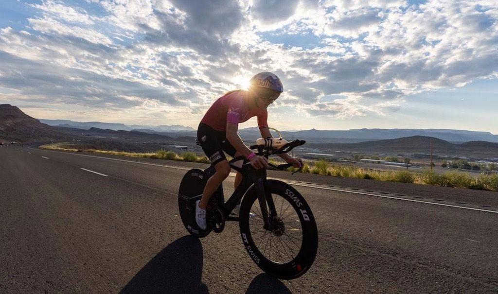 Daniela Ryf op nieuwe Felt triatlonfiets met opvallend sloping frame in Ironman Thun en WK 70.3 St-George