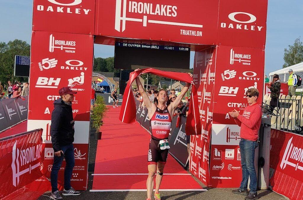 Simon De Cuyper pakt tiende titel en Katrien Maes wint BK sprinttriatlon aan Lacs de l'Eau d'Heure